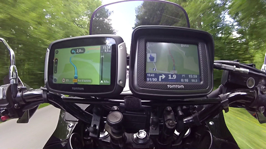 gps tomtom rider 400 un must have dans ton casque. Black Bedroom Furniture Sets. Home Design Ideas
